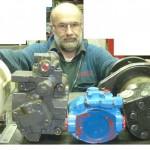 hydraulicien réparateur pompe-hydraulique